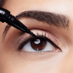 MAYBELLINE Curvitude Liner